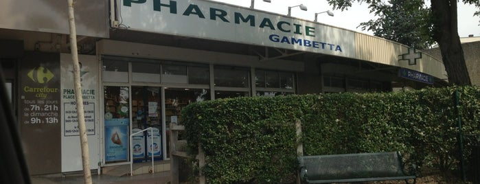 Pharmacie Gambetta is one of Arsentiiさんのお気に入りスポット.