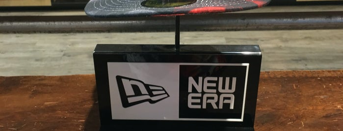 New Era Store is one of Orte, die Erik gefallen.