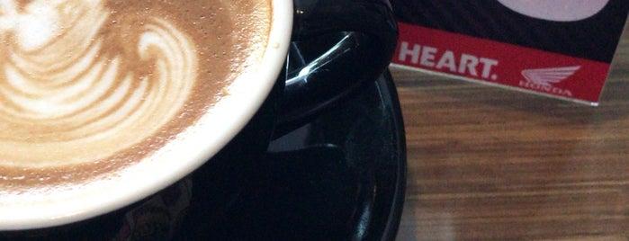 Maktal Coffee Bar is one of Lugares favoritos de Andras.