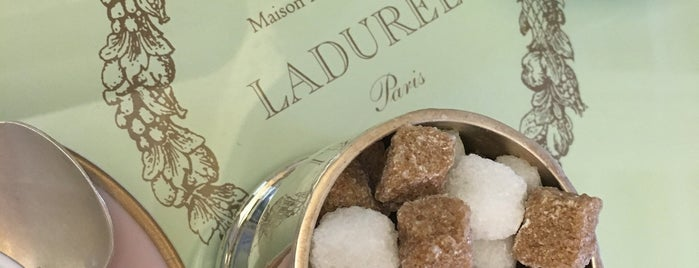 Ladurée is one of Tempat yang Disukai Run The.