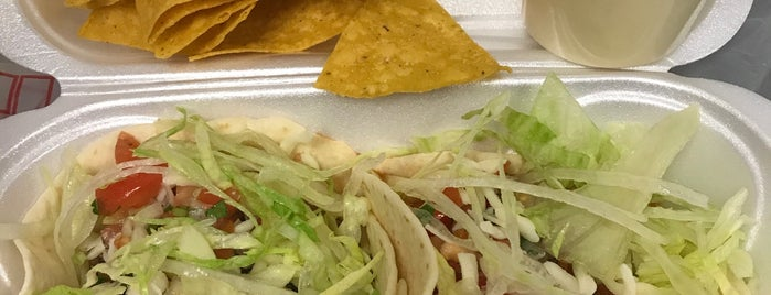 Buzy Burrito Taqueria is one of Lugares favoritos de Tony.
