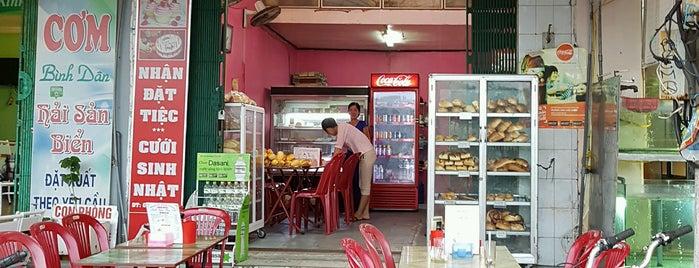 Family Bakery is one of Tempat yang Disukai Antonin.