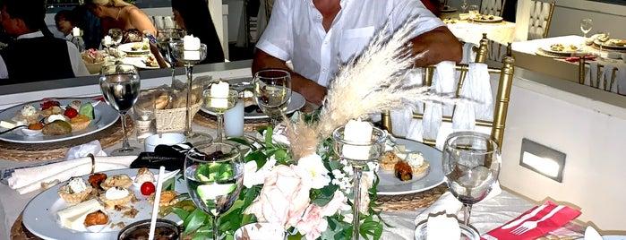 Hotel Su Moonlight Restaurant is one of Gespeicherte Orte von Pelin.