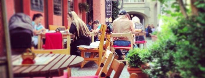 Domeček Cafe is one of สถานที่ที่บันทึกไว้ของ Özge.