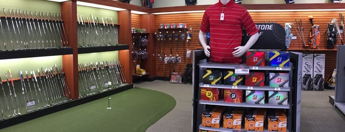 DICK'S Sporting Goods is one of Lugares favoritos de Bobby.