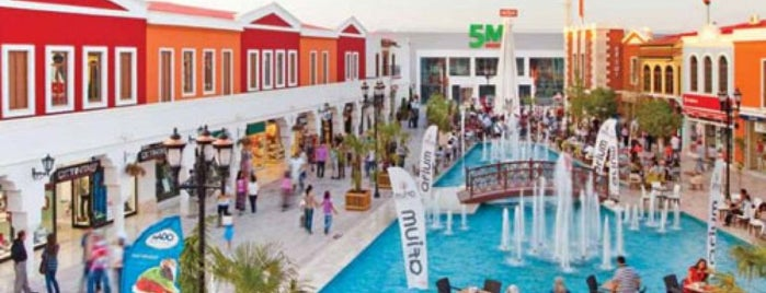 Afium Outlet ve Eğlence Merkezi is one of Orte, die Halil G. gefallen.