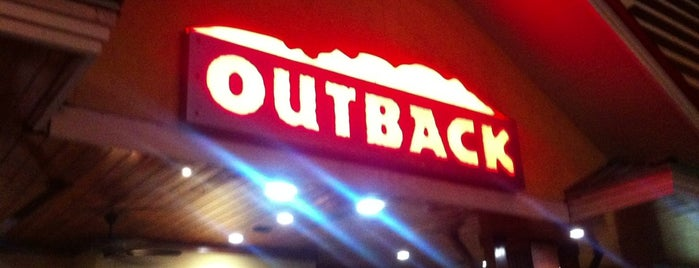 Outback Steakhouse is one of Tempat yang Disukai Raquel.