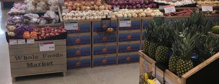 Whole Foods Market is one of Lugares favoritos de Consta.