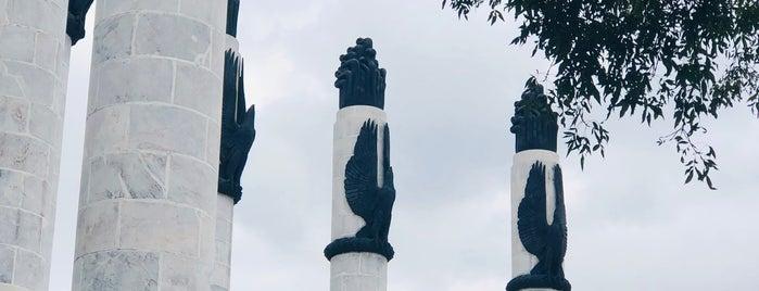 """Restaurante Chapultepec """"Monumento a los Niños Héroes"""" (Ayer y Hoy) is one of México."""