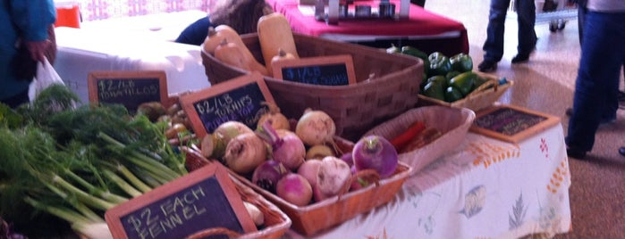 Milwaukee County Winter Farmers Market is one of Locais curtidos por Sue.