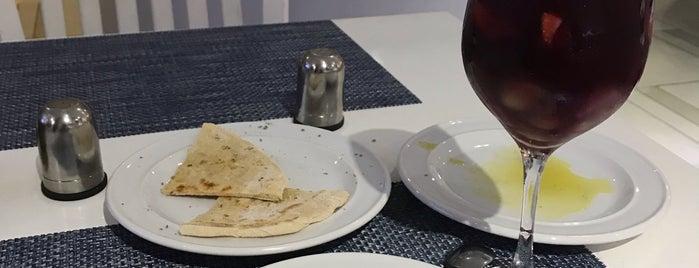 Taverna Santorini is one of Locais curtidos por Rômulo.