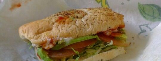 Subway is one of สถานที่ที่ Luis ถูกใจ.