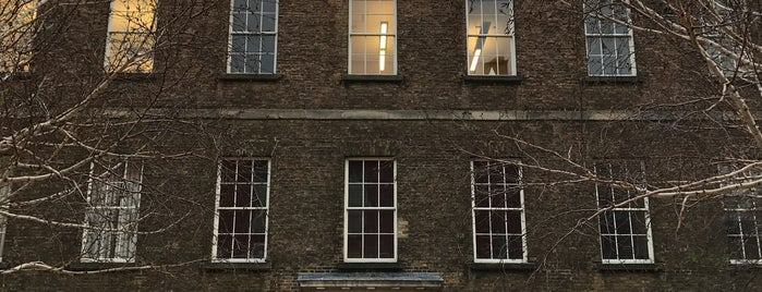 Chester Beatty Library is one of Museen.