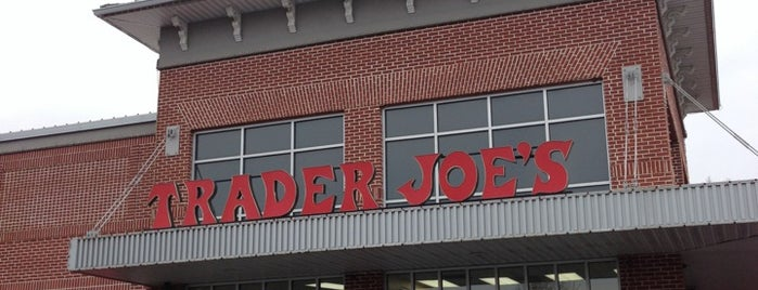 Trader Joe's is one of Orte, die Benjamin gefallen.