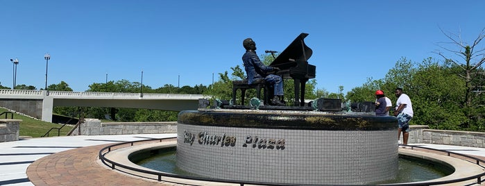 Ray Charles Plaza is one of Lugares favoritos de Rosana.