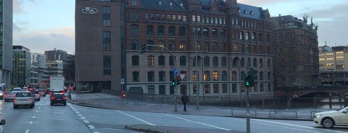 Hamburg Süd is one of สถานที่ที่ Daniel ถูกใจ.