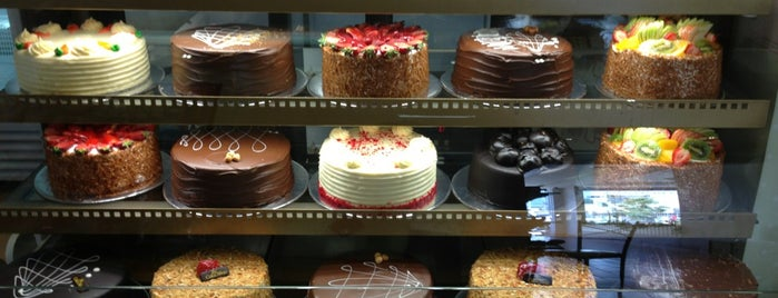 The Cake Shop is one of สถานที่ที่ Leen ถูกใจ.