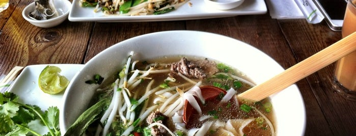 Pho is one of Lugares favoritos de Jon.