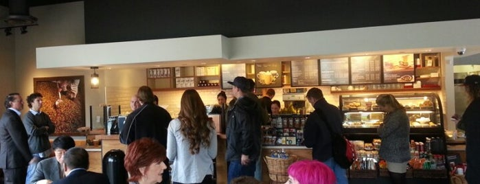Starbucks is one of Lugares favoritos de McQuade.