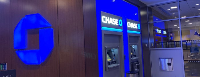 Chase Bank is one of Lugares favoritos de IrmaZandl.