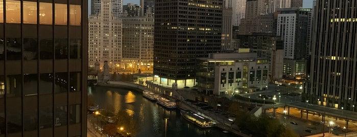 Swissôtel Chicago Lobby Lounge is one of สถานที่ที่ Rick ถูกใจ.