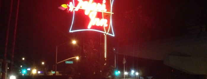 Safari Inn is one of Alexander's Liked Places.