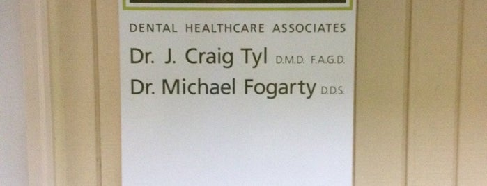 Dr. Tyl & Dr. Fogarty is one of สถานที่ที่ Roger ถูกใจ.
