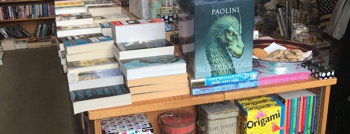 American Bookstore is one of Orte, die Nilay gefallen.