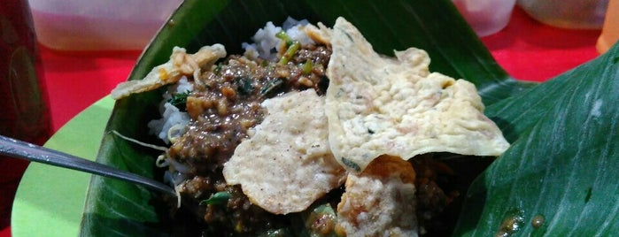 Warung Boma Fatmawati Nasi Pecel Pincuk is one of Posti che sono piaciuti a ZRezhia.