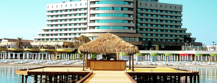 Sheraton Çesme Hotel, Resort and SPA is one of Bora'nın Beğendiği Mekanlar.