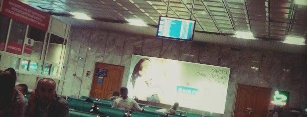 Зал ожидания Международного аэропорта Емельяново is one of Евгения'ın Beğendiği Mekanlar.
