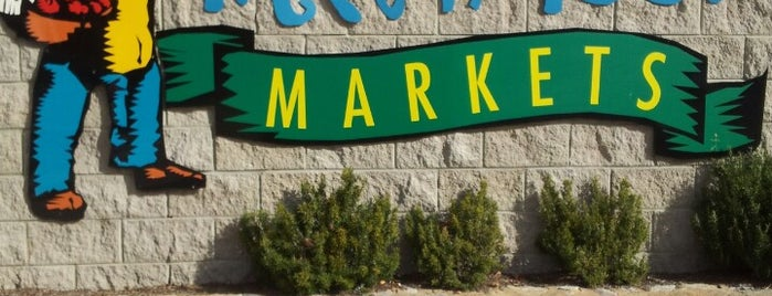 Fyshwick Fresh Food Markets is one of Locais curtidos por Dave.