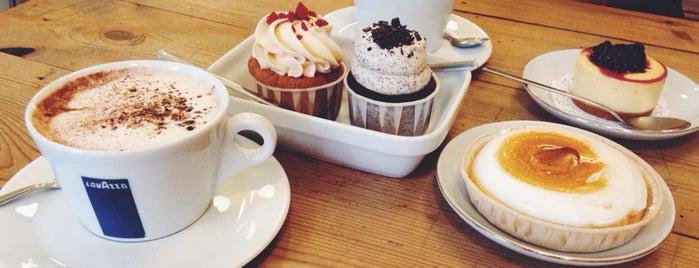 Lolita Bakery is one of Barcelona( завтраки/соки/капкейки/пончики).