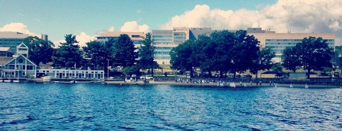 Lake Quinsigamond is one of John 님이 좋아한 장소.