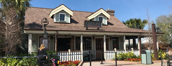 D-Luxe Burger is one of Lindsayeさんのお気に入りスポット.