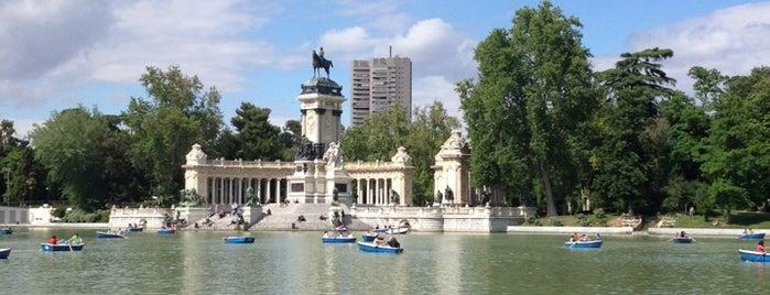 Parque del Retiro is one of Spain 🇪🇸.