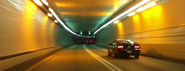 Fort McHenry Tunnel is one of Locais curtidos por Sunjay.