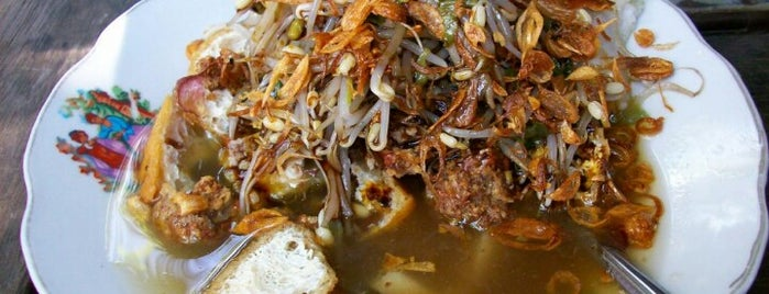 Lontong Balap Pak Gendut is one of The most favorite foods in Surabaya.
