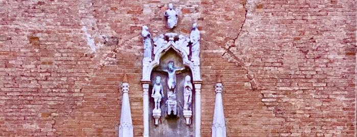 Campo San Aponal is one of Lugares favoritos de Alejandro.
