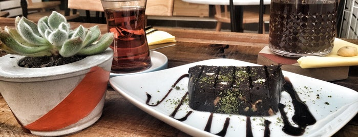 Poka Coffee Roasters is one of İzmir hit mekanlar.