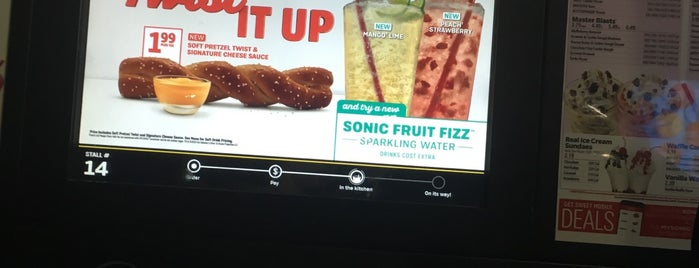 SONIC Drive In is one of Lieux qui ont plu à Kalyn.