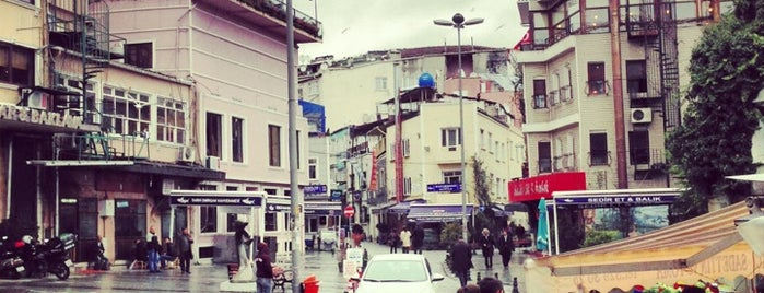 Samatya Meydanı is one of Locais curtidos por Numan.