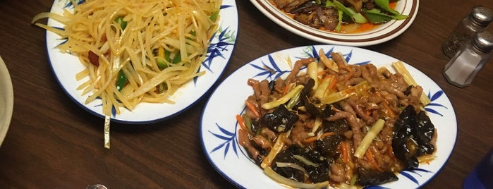 Sichuan Chinese Restaurant is one of Locais curtidos por Kyle.