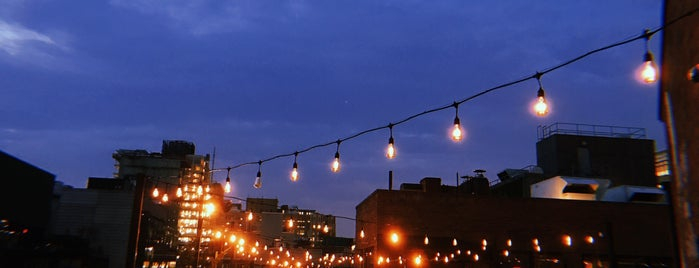 Arlo Rooftop Bar is one of Bridgetさんのお気に入りスポット.