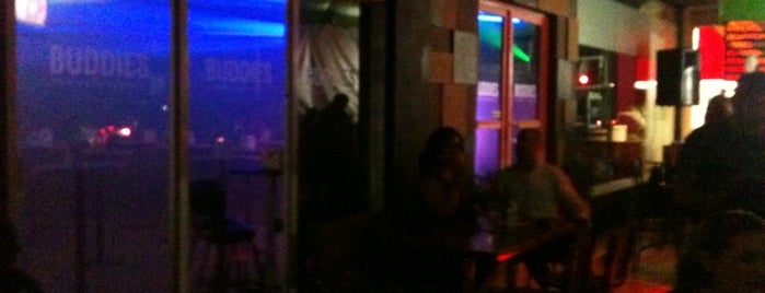 Buddies Bar is one of Bares.