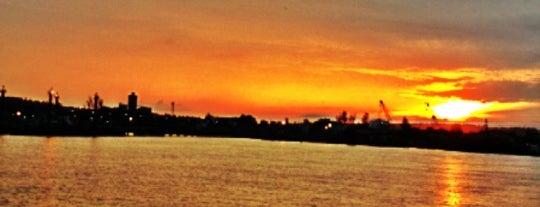 Bintulu Port is one of Orte, die Özgün gefallen.