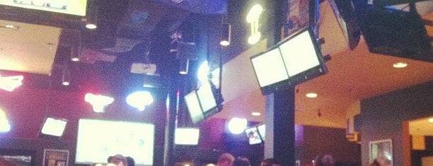 Buffalo Wild Wings is one of Lugares guardados de Carrie.