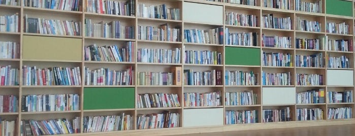 원광대학교 중앙도서관 is one of Libraries and Bookshops.