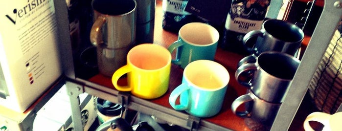 Starbucks is one of Posti salvati di Chris 😈.