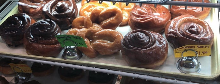 The Village Junction Bakery Cafe is one of Posti salvati di Rachel.